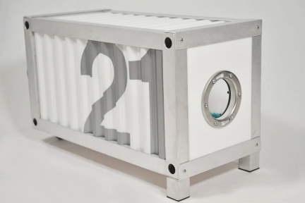 "Container Doghouse ""21"""